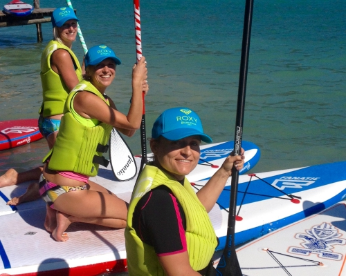 happy-women-in-the-mountains-femmes-montagne-randonnée-ski-skieuse-raquette-balade-informations-guide-essais-stand-up-paddle-SUP-groupe-filles