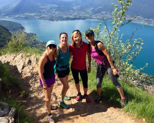 happy-women-in-the-mountains-femmes-montagne-randonnée-ski-skieuse-raquette-balade-informations-guide-essais-groupe-femmes