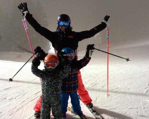 happy-women-in-the-mountains-femmes-montagne-randonnée-ski-skieuse-raquette-balade-informations-guide-essais-famille-enfants-skieurs