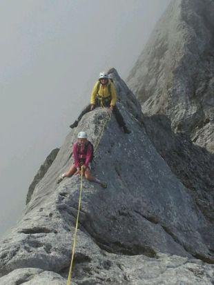 happy-women-mountains-femme-montagne