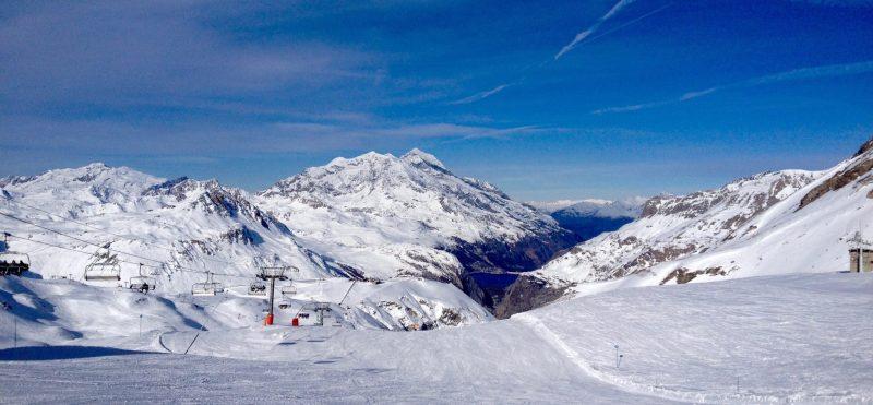 happy-women-mountain-montagne-station-skieuse-neige