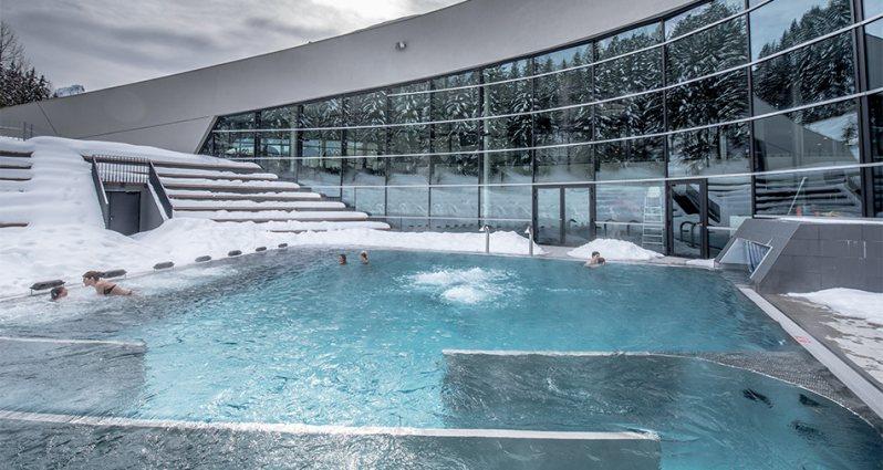 montagne-station-ski-promotion-debut-saison-hiver-offre-familliale-gratuit-cours_de_ski-patinoire-motoneige-enfants-location_de_ski-hebergement-menu_enfant