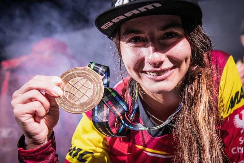 women-mountain-champion-isabeau-courdurier-vtt-enduro-world-champion-athlete-enduroworldseries2019