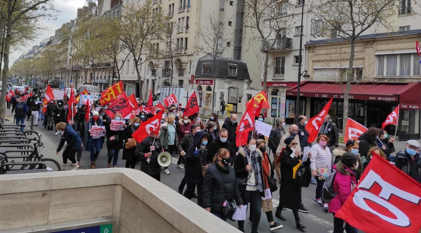 Jeudi 8 avril, des centaines d'AESH ont manifesté au Ministère