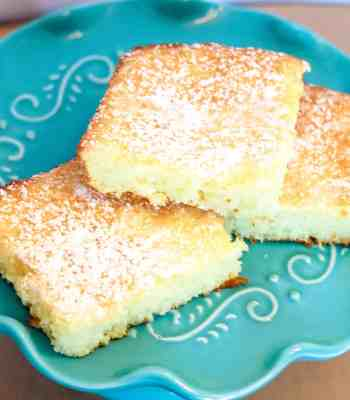 Easy Lemon Bars on a turquoise cake stand
