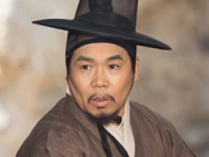 チ・チョンドゥク役チョン・ウンピョ
