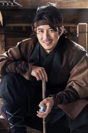 ユン・テウォン役コ・ス