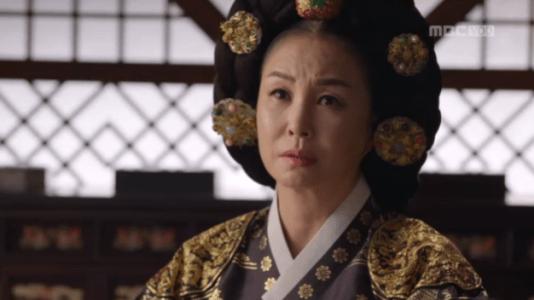 獄中花(オクチュンファ)第28話 報告を聞く文定王后