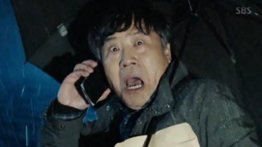 韓国ドラマ「耳打ち(ささやき)」第1話 狙われたキム・ソンシク