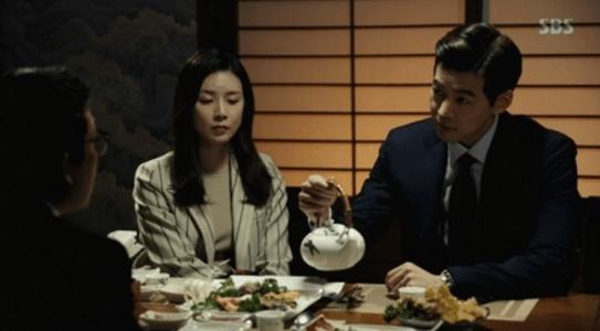 韓国ドラマ「耳打ち(ささやき)」7話 先輩判事と会うイ・ドンジュン