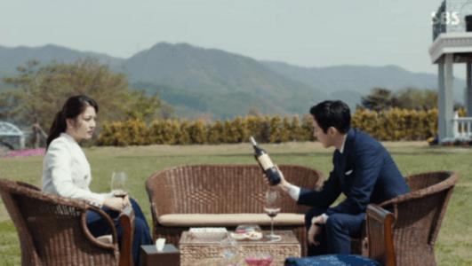 韓国ドラマ「耳打ち(ささやき)」第10話 別荘で話をするチェ・スヨン