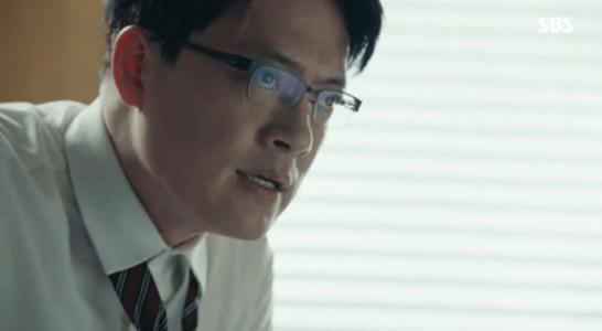 韓国ドラマ「耳打ち(ささやき)」第12話 脅迫するソン秘書