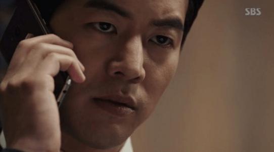 韓国ドラマ「耳打ち(ささやき)」第13話 電話するイ・ドンジュン
