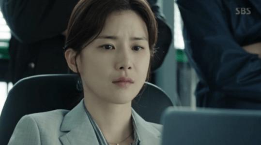 韓国ドラマ「耳打ち(ささやき)」第15話 動画を見たシン・ヨンジュ