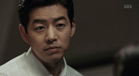 韓国ドラマ「耳打ち(ささやき)」第14話 尋ねるイ・ドンジュン