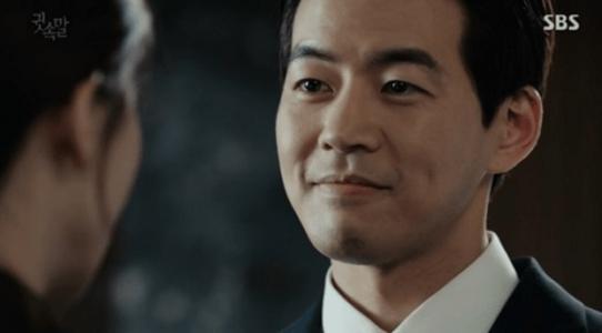 韓国ドラマ「耳打ち(ささやき)」第16話 笑顔で答えるイ・ドンジュン