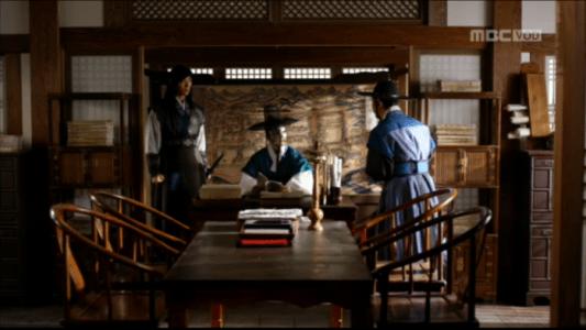韓国ドラマ「君主(クンジュ)」2話 不正を報告するパク・ムハ