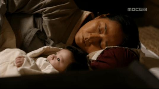 韓国ドラマ「君主(クンジュ)」3話 お産をした母
