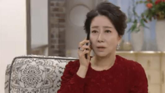 韓国ドラマ「お父さんが変」1話 電話するオ・ボンニョ