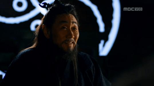 韓国ドラマ「君主(クンジュ)」2話 コンに指示を出すテモク