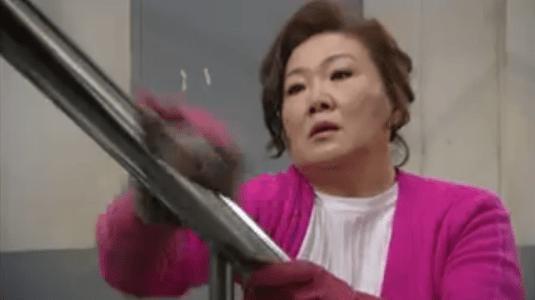 「お父さんが変」第7話 掃除するヨンシル