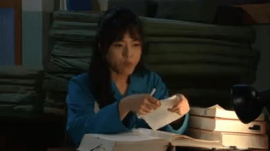「名前のない女」第8話 勉強するヨリ
