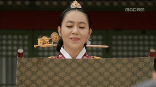 「君主(クンジュ)~仮面の主人~」第13話 発表する王后