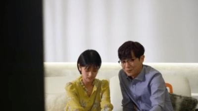 「適齢期惑々ロマンス~お父さんが変~」第49話 映画を観るジュンヒとミヨン