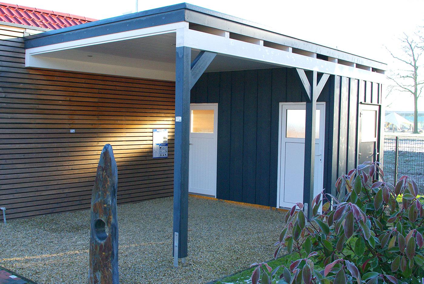 carport flachdach anbau mit ger tehaus von holzonde carport am haus anbauen so muss das 14. Black Bedroom Furniture Sets. Home Design Ideas