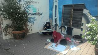 Kunstudentinnen am Zeichnen
