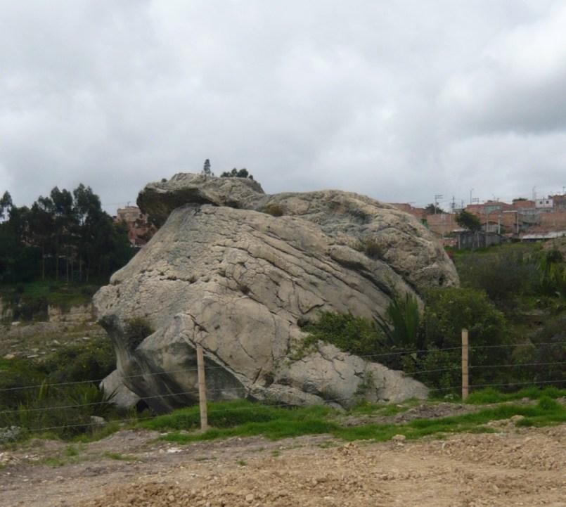 """Abrigo rocoso llamado """"Piedra del Indio"""" por los habitantes de Ciudadela Sucre."""