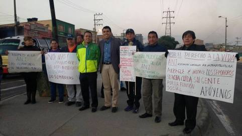 Imagen de la última protesta por el estado de los semáforos realizada por líderes comunales del municipio de Soacha. A la protesta asistió el personero municipal Ricardo Antonio Rodríguez y el diputado Julián Sánchez.
