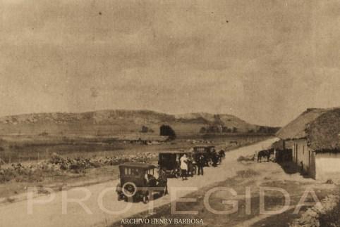 En 1923 el aspecto de la carretera a Soacha era un camino pedregoso y polvoriento que atravesaba la dehesa de la Sabana de Bogotá. La carretera también llamada carretera del Sur o Avenida Tequendama nacía prácticamente en la Plaza de Bolívar.