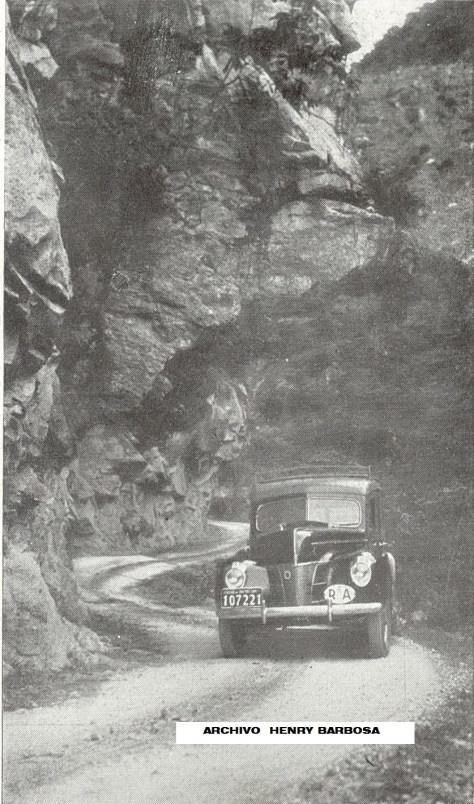 """Las carreteras colombianas no se han caracterizado por su calidad y diseño, aquí el famoso paso de """"La nariz del diablo"""" tal y como era en 1941, un camino de herradura."""