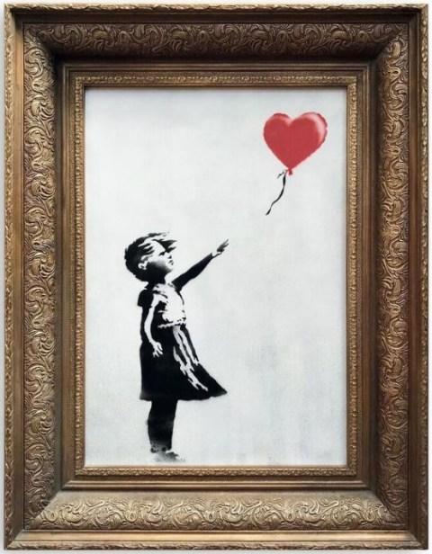 """Expertos en arte creen que el valor de """"La niña con el globo"""" de Banksy que este fin de semana se autodestruyó tras ser vendida por 1,2 millones de dólares podría haber duplicado su precio tras pasar por la trituradora. (Foto: AFP Photo/HO)"""