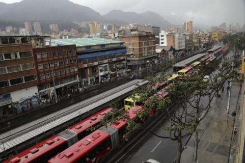 El sistema TransMilenio como es habitual durante las marchas universitarias colapsó totalmente.