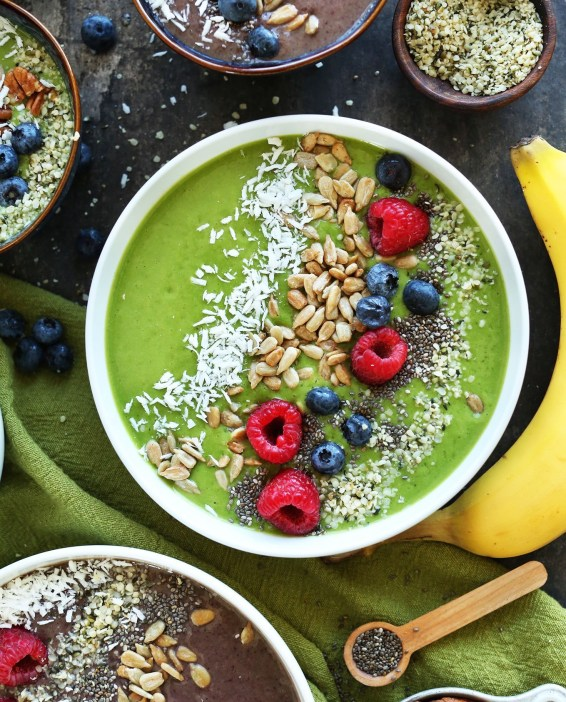 AMAZING-Green-Smoothie-Bowls-Change-the-color-with-shade-of-berry.-The-BEST-way-to-make-a-smoothie-a-meal-vegan-glutenfree