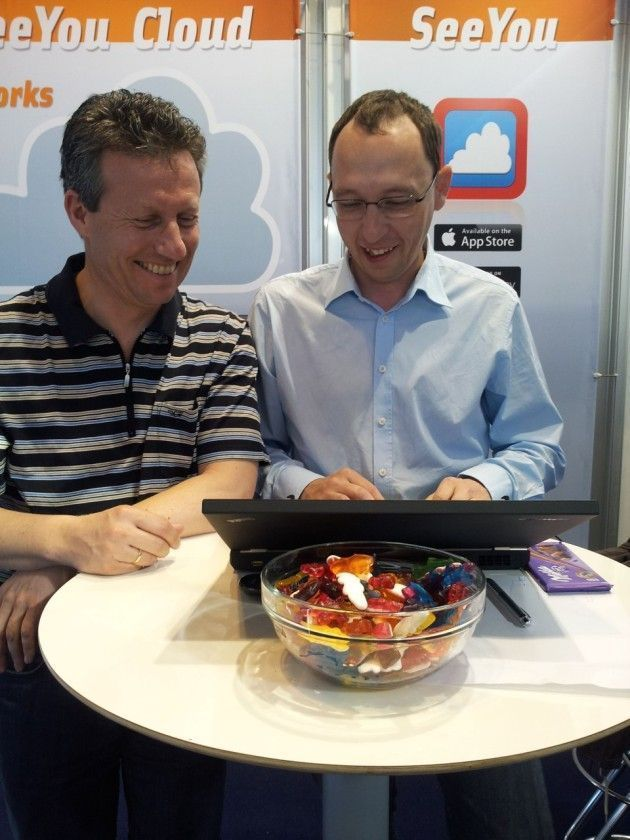 IGC-delegate Christof Geissler (left) and Andrej Kolar (Naviter) discuss possiblities to create videos from SeeYou's 3D-animation to show them during competition briefings...