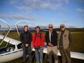 Ole, Jonas, the winch driver and Skuli after an evening's flight