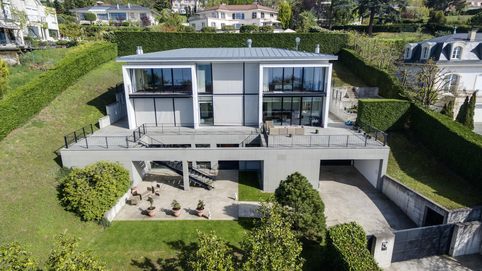 Modern Villa with Panoramic View of the Lake and Geneva for sale in Cologny Switzerland
