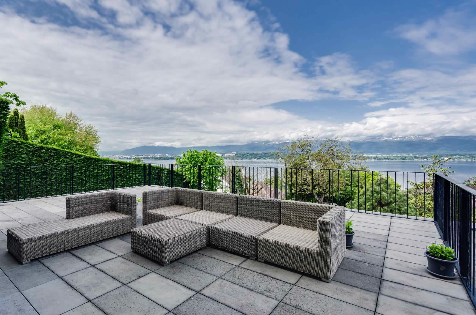 Villa moderne avec vue panoramique sur le Lman et Gnve  vendre  Cologny Suisse