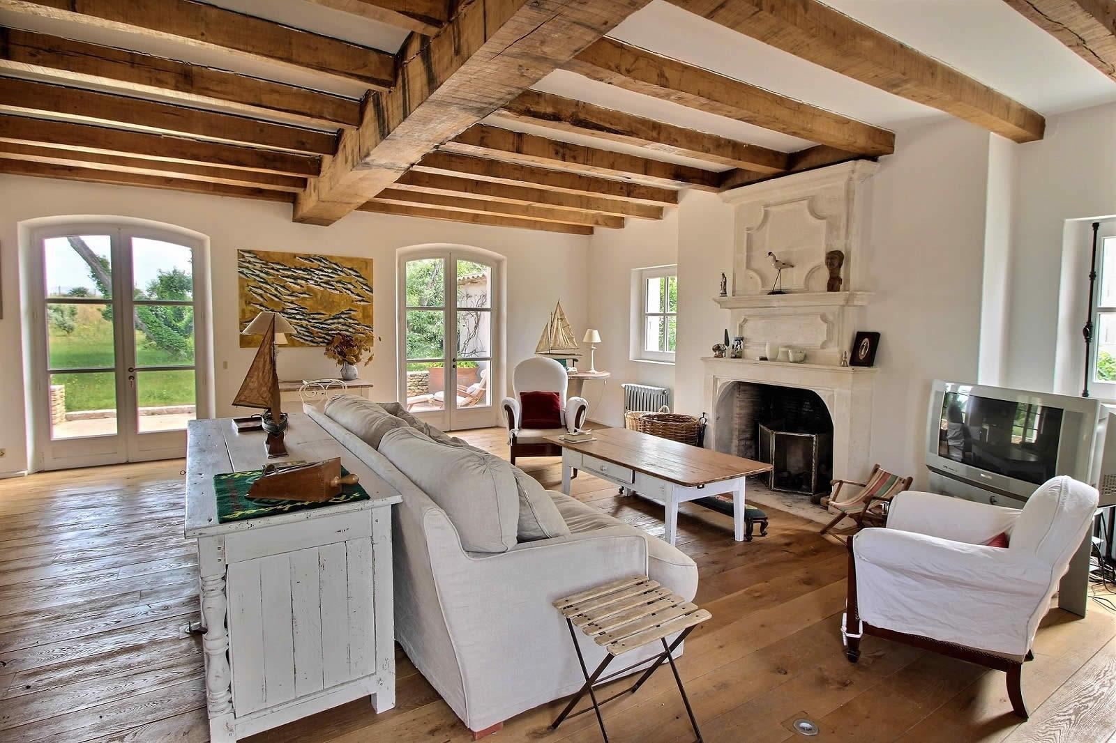 Maison  vendre  lle de R  Atelier dartiste terrasse dhiver couverte double garage et