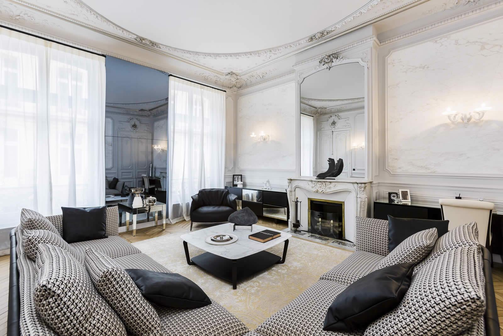 Bel appartement de 2 chambres au cur du Triangle dOr  vendre  Paris