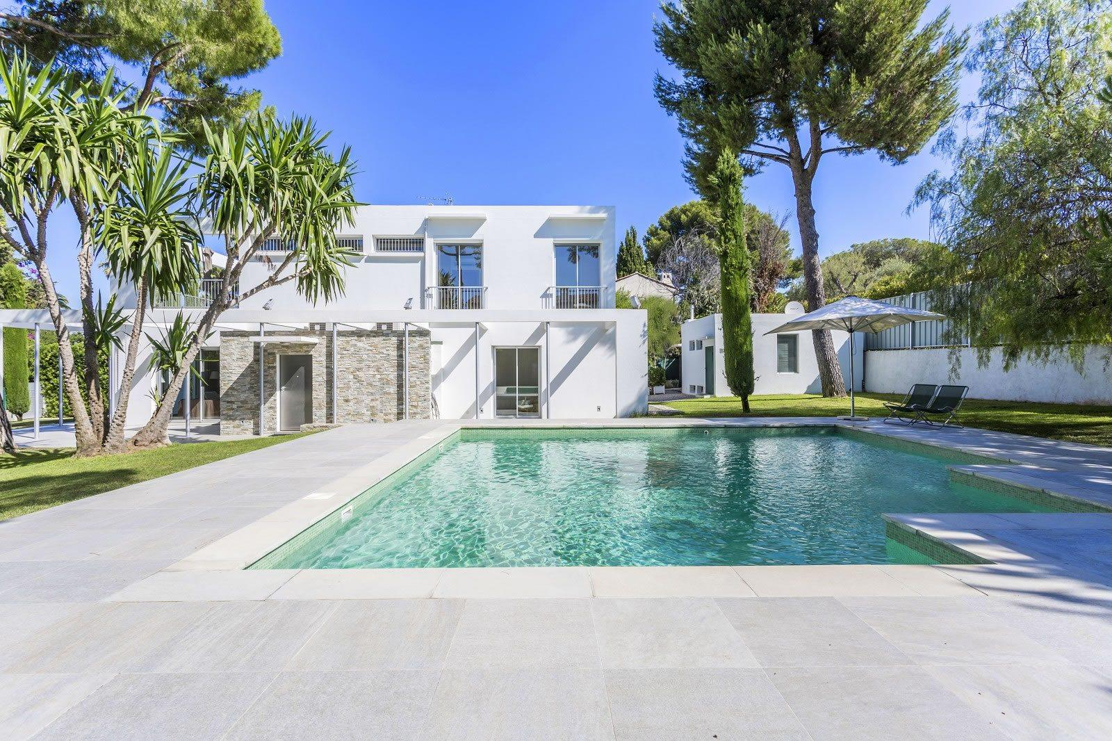 Beautiful Modern Villa with Sea View For Sale on the West Side of Cap dAntibes 5 Bedrooms
