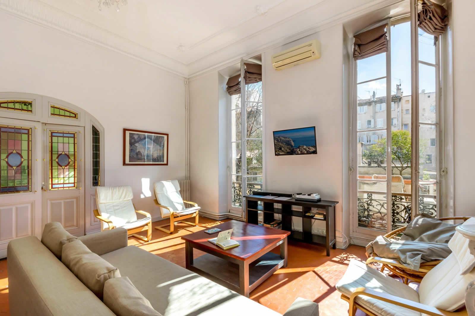 Bel appartement bourgeois au 1er tage dun htel particulier du 18me sicle  vendre