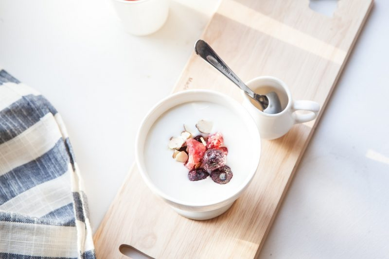 Kéfir de lait et kéfir de fruits : leurs bienfaits et comment les préparer