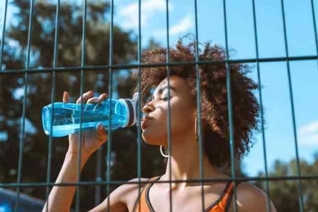 10 tips to drinking more water for women