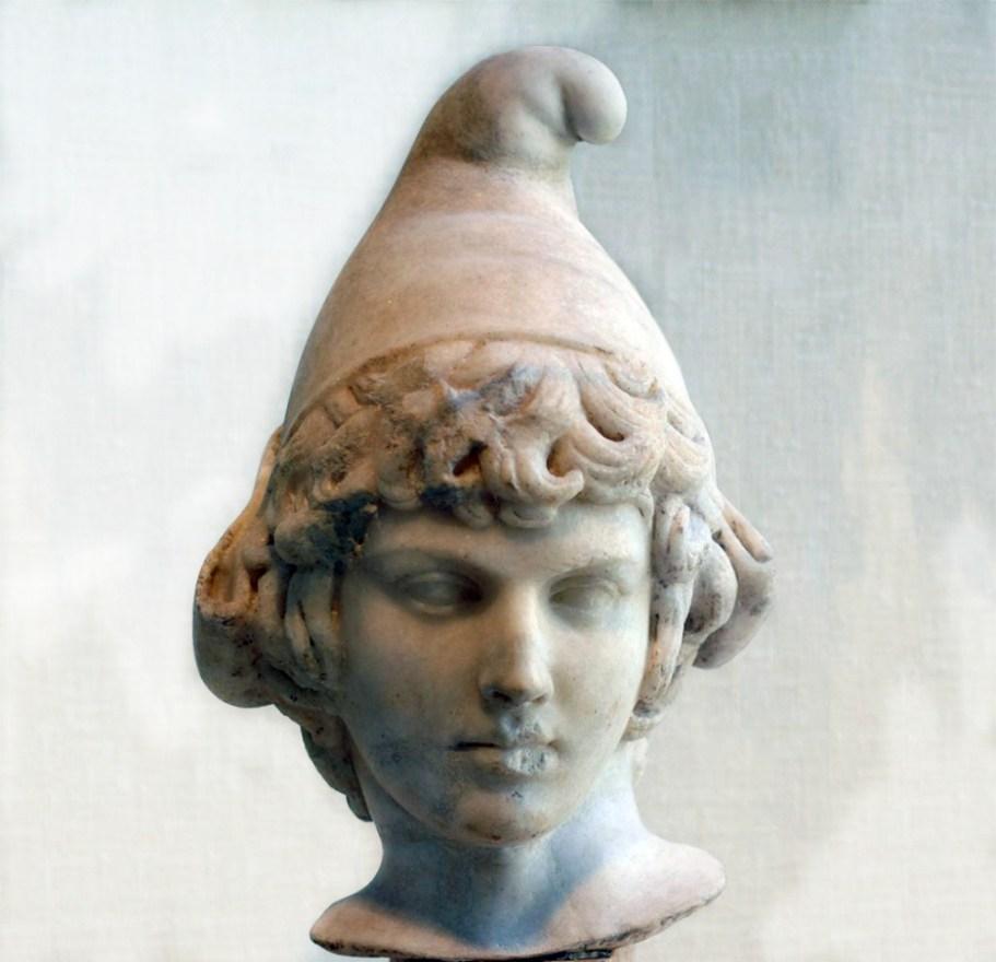 История вязанной шапки