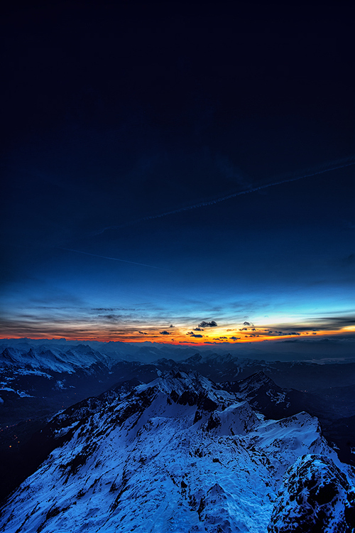 sunrise_in_the_distance_over_snowy_mountains