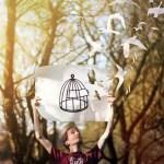 Птицы улетают из клетки